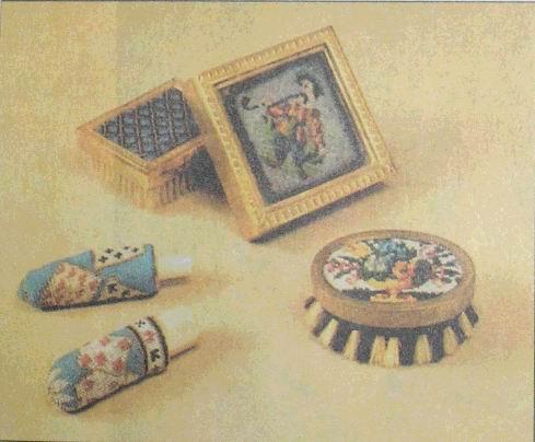 В... Античные изделия из стекла - ожерелья, бусы, сосуды - были по-разному окрашены и отделаны металлическими нитями.
